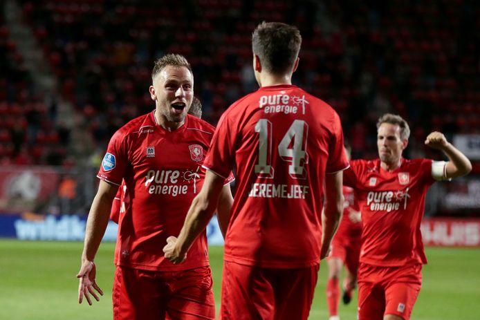 Alexander Jeremejeff of FC Twente celebrates 3-1 with Xandro Schenk of FC Twente during Fc Twente - FC Groningen NETHERLANDS ONLY COPYRIGHT SOCCRATES/BSR