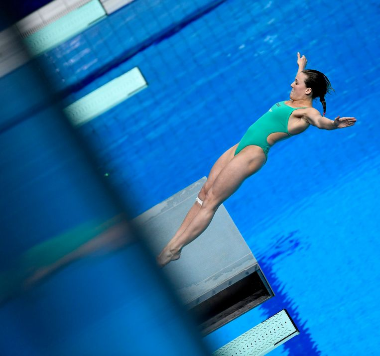 2017-07-20 09:59:48 epa06099221 Inge Jansen of Holland competes in the women's diving 3m springboard semifinals at the 17th FINA Swimming World Championships in Duna Arena in Budapest, Hungary, 20 July 2017.  EPA/Tibor Illyes HUNGARY OUT Beeld Anp