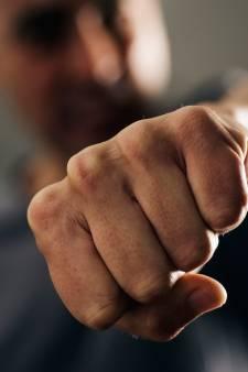 Man (24) sloeg vriendin in Beers met gebalde vuisten in gezicht tijdens ruzie over gokschulden