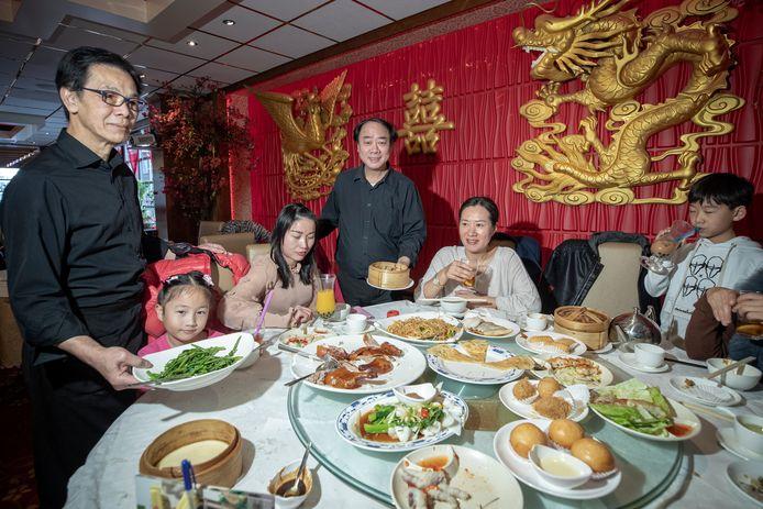 Met lunchtijd zit Full Moon City in Den Haag altijd vol. Vooral Chinese gasten krijgen geen genoeg van de Kantonese dim- sumkeuken.