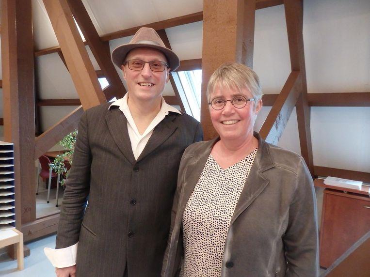 Lidwinadirecteur Maarten Berkers met zijn vrouw Karin Daman, in de gloednieuwe docentenkamer van de school Beeld Schuim