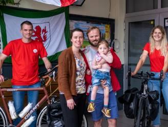 """Vrienden fietsen 2.000 kilometer voor Lia (4), die lijdt aan zeldzaam syndroom: """"Wij willen lotgenoten verenigen"""""""