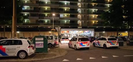 Grote vechtpartij bij flat in Arnhem, politie rukt met zeven wagens en hondengeleiders uit