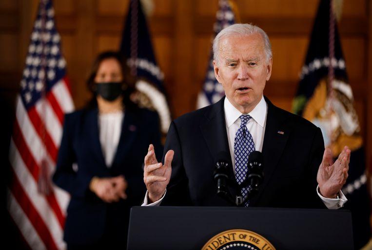 De Amerikaanse president Joe Biden en vicepresident Kamala Harris tijdens een bijeenkomst vrijdag met de Amerikaans-Aziatische gemeenschap in Atlanta. Beeld REUTERS