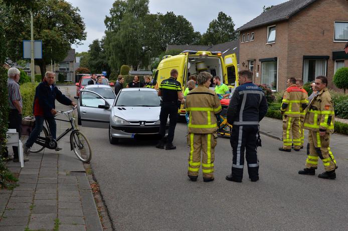 Na een lichte aanrijding tussen twee auto's in Vaassen zijn vanavond twee personen per ambulance naar het ziekenhuis gebracht.