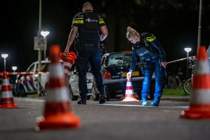 Op de West-Varkenoordseweg werd kort na drie uur dinsdagmorgen een persoon onder vuur genomen