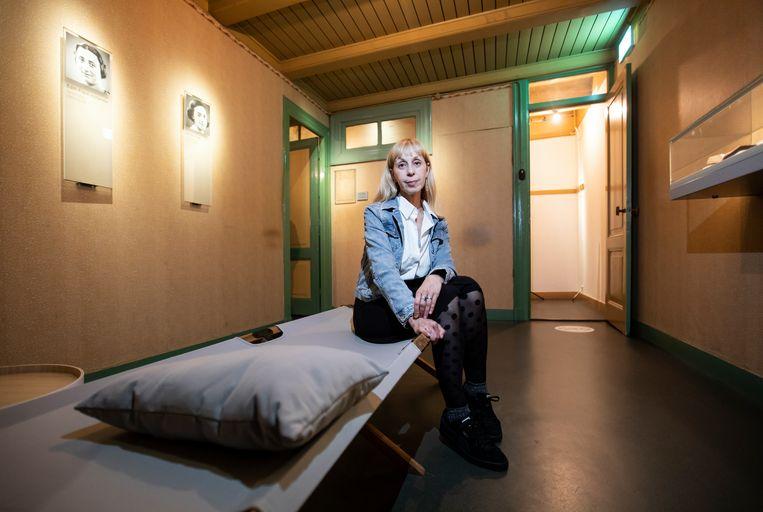 Schrijver Lola Lafon is de eerste persoon die een nacht in het Anne Frank Huis is blijven slapen sinds het een museum is. Beeld Eva Plevier