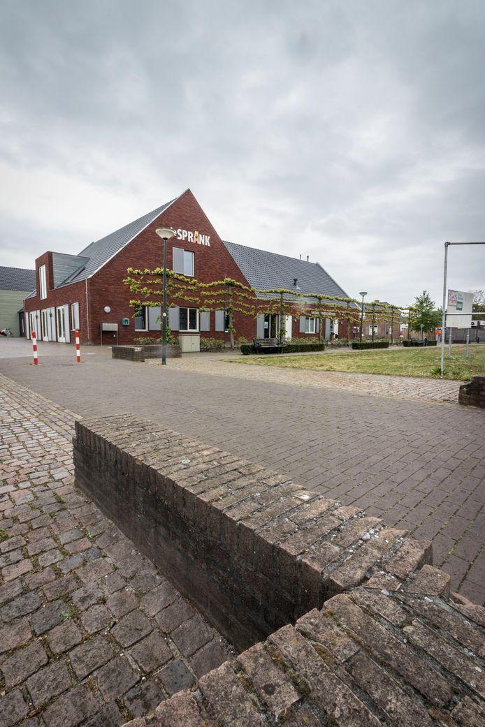 De Sprank in De Mortel herbergt naast een Gezondheidscentrum ook Kindcentrum Kleinerf en een gemeenschapshuis.