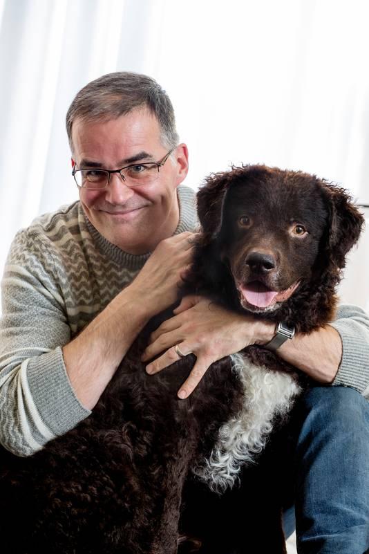 Striptekenaar van Flipje Arie van Vliet met zijn hond Teun.