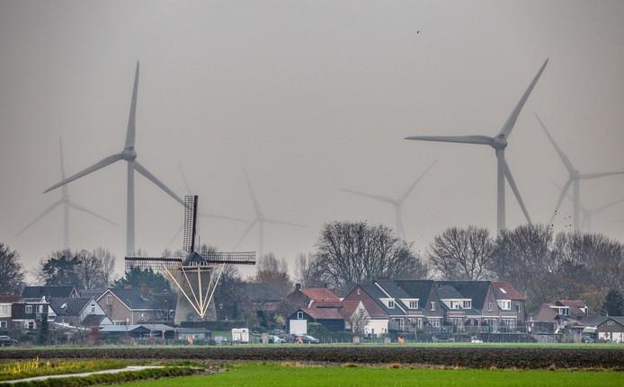 Rond Nieuwe- en Oude-Tonge staan nu al 38 windmolens. Daar komen er nog zeker 14 bij.