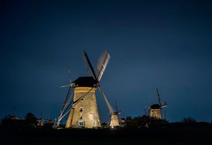Deze hele week zijn de wereldberoemde molens van Kinderdijk verlicht.