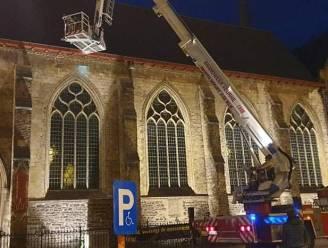 Brandweer moet 'redding' uitvoeren op Sint-Niklaaskerk... voor gestrande drone