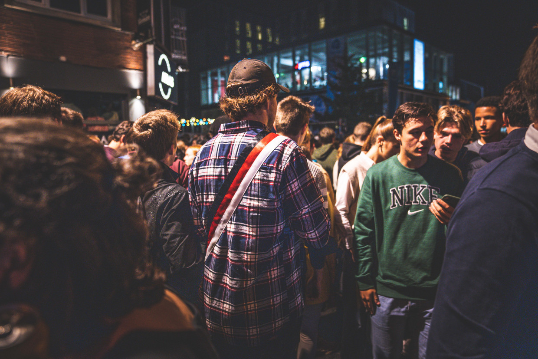 Studenten in de Overpoortstraat in Gent. Beeld Wannes Nimmegeers