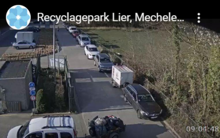 Ook aan het containerpark in Lier staat er een grote file. Beeld The Safe Group