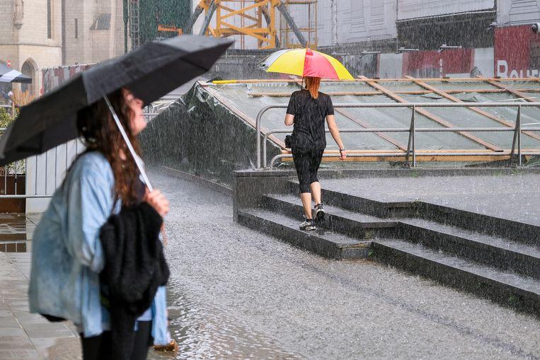 Het felle regenweer zorgde afgelopen weekend al voor heel wat wateroverlast in onder meer Brussel (archiefbeeld).  Beeld Marc Baert
