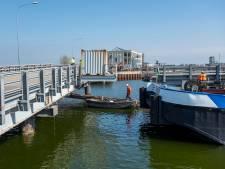 Snelle ontmanteling oude brug over Het Dok in Vlissingen