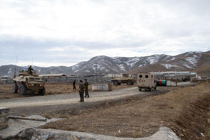 Au moins 26 membres des forces afghanes ont été tués dans un attentat-suicide à la voiture piégée.