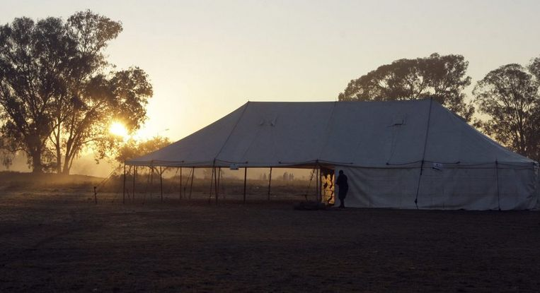 Een verlaten stembureau tijdens de 'verkiezingsdag'. Foto AP/Tsvangirayi Mukwazhi Beeld