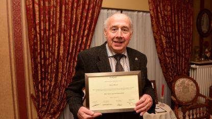 Oud-burgemeester Deneyer kreeg oorkonde van de PBE