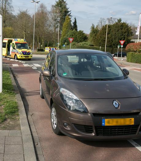 Wielrenner gewond aan been bij botsing in Rozendaal