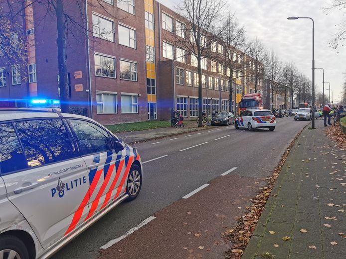 Drie fietsers zijn op de Leusderweg door een auto aangereden.