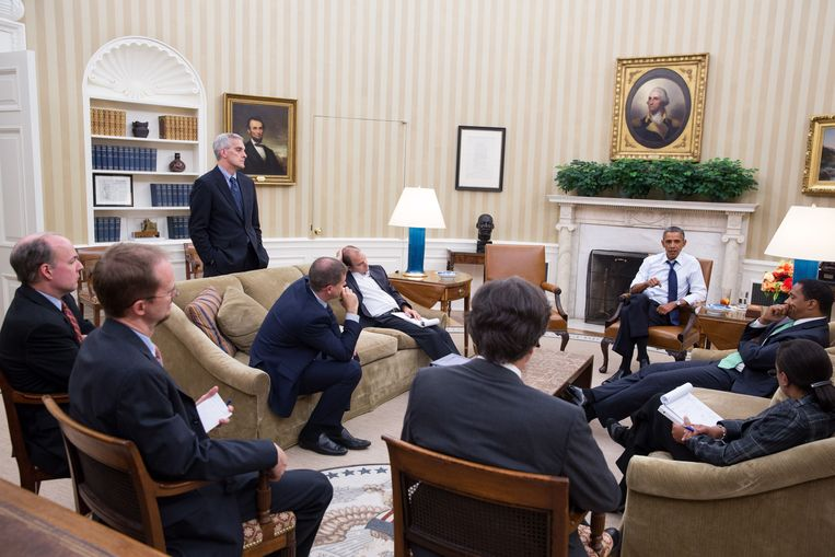 President Obama en zijn adviseurs komen op 30 augustus 2013 bijeen om een nieuwe strategie te bespreken. Op 31 augustus zou de President het Congres vragen om militaire actie tegen Syrië goed te keuren.  Beeld AFP