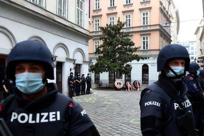 Politie bewaakt de plaats van de aanval in Wenen.