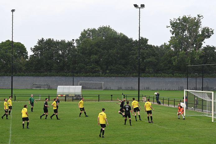 Een verademing: ook in het Land van Cuijk zijn er na maanden van vriendschappelijke wedstrijden en trainingen eindelijk weer officiële duels.