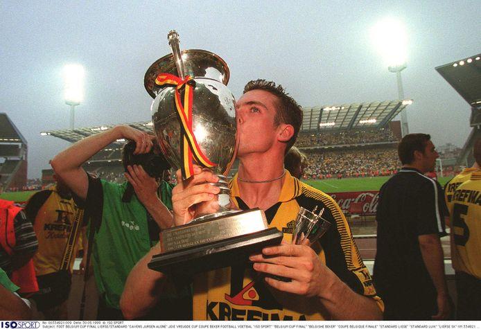 Cavens won met Lierse de beker in 1999.