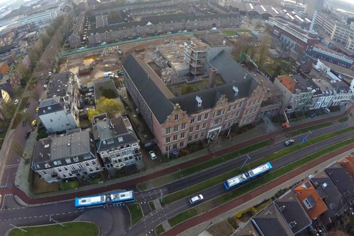 De school aan de Boulevard Heuvelink in Arnhem. Inmiddels is de achterkant helemaal gesloopt.