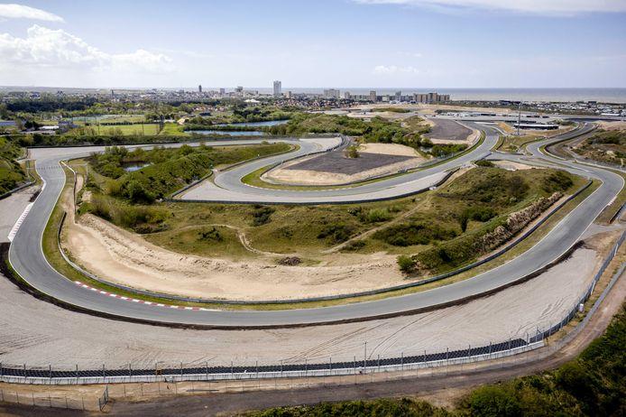 Een dronefoto van het circuit van Zandvoort.