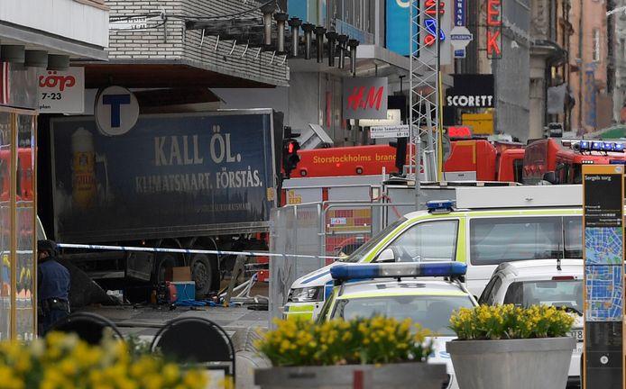 Vandaag nog rijdt een truckchauffeur in op een massa mensen in een winkelstraat in Stockholm. De vrachtwagen was even voordien gekaapt.