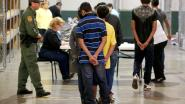 """Trump overweegt opnieuw gezinnen te scheiden aan de grens tussen de VS en Mexico: """"De keuze ligt bij de ouders"""""""