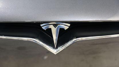Tesla gaat video's streamen in auto's