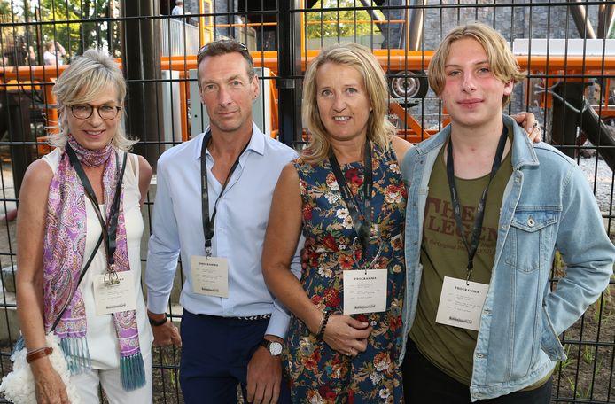 Greet Havermans, Peter Palings, Emmy Burm en Lucas Payton waren bij de gelukkigen die Fury mochten beleven bij de opening.