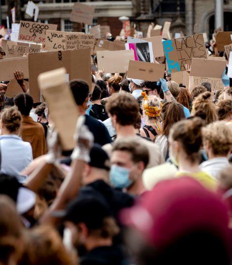 LIVE | Organisatoren Dam-protest roepen demonstranten op: 'Blijf komende twee weken thuis'