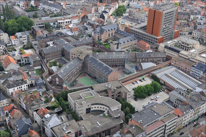De gevangenis in de Begijnenstraat vanuit de lucht.