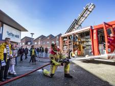 Waterweken: Brandweer Almelo leert kinderen alles over water