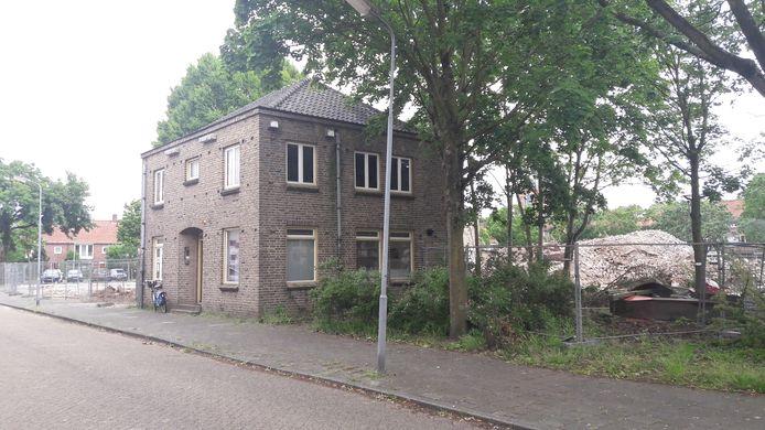 De voormalige pastorie aan de Edisonstraat in Boschveld, ook op deze locatie komen woningen.