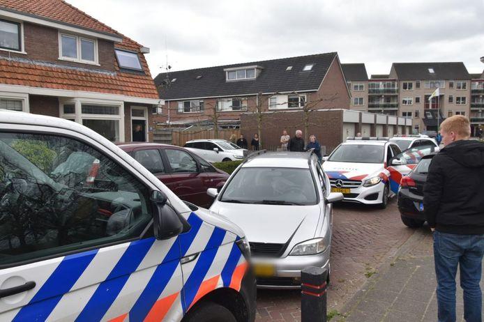De politie heeft vrijdag in Steenwijk een automobilist klemgereden na een lange achtervolging door Steenwijkerwold en Tuk. De man heeft geen rijbewijs en negeerde een stopteken.