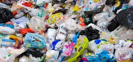 Plasticafval in Hengelo steeds smeriger: komt de doorzichtige zak weer terug?