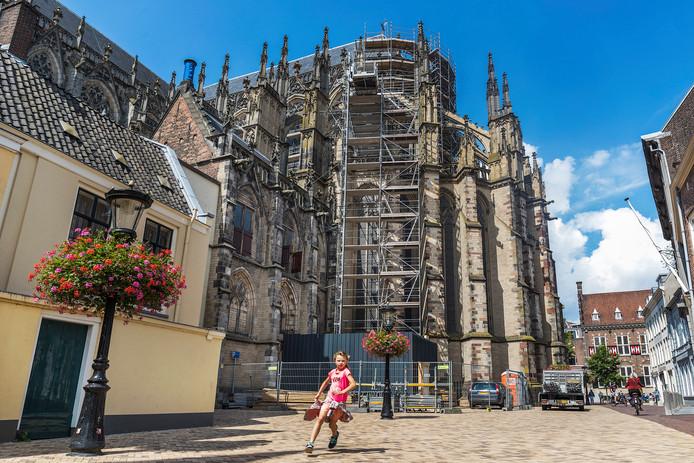 De Domkerk blijft de komende jaren in de steigers. Extra miljoenen van het Rijk maakt een grondige restauratie mogelijk.