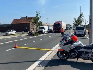 Automobilist met glaasje te veel op ontvlucht politiecontrole, maar motards zijn hem te snel af
