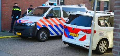 Bewoner (50) aangehouden na steekpartij in huis in Helmond, politie heeft contact met slachtoffer