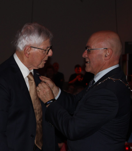 Harry Donjacour gefeliciteerd met 70 jaar lidmaatschap Frisselstein