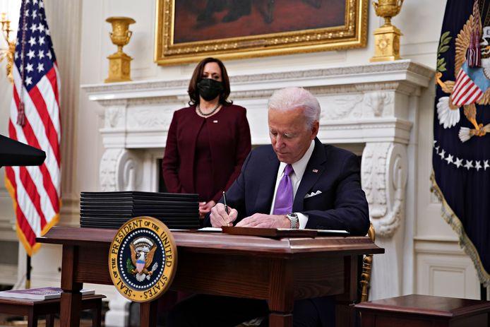 Biden tekende vandaag al tien nieuwe decreten.