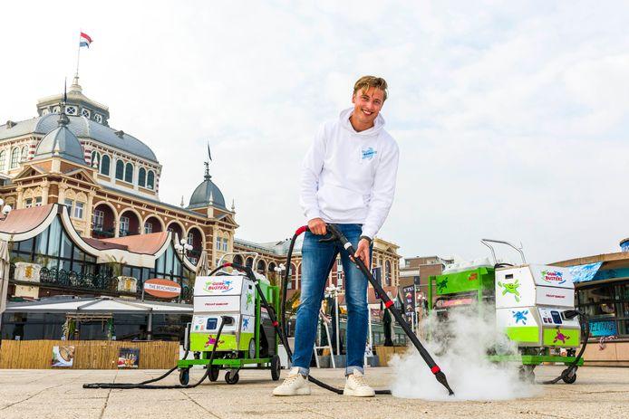 Eigenaar van BenBits, Milan Dontje, tijden de schoonmaakactie.