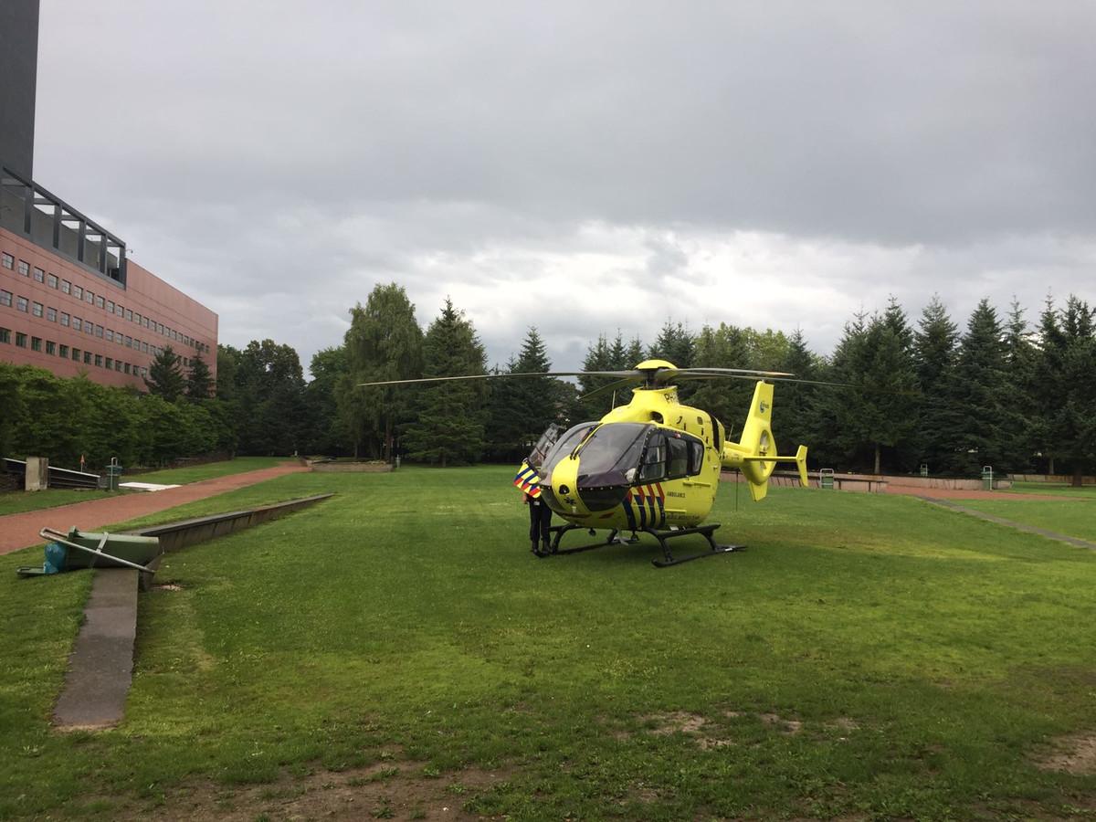 De traumahelikopter is geland in de Interpolistuin.