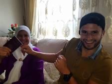 Reiziger Mohsin (26) verrast moeder met thuiskomst