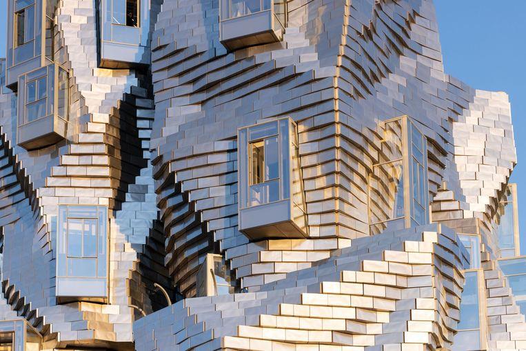 Gehry heeft zich bij het ontwerpen van La Tour laten inspireren door de pennestreken van Vincent van Gogh. Beeld Iwan Baan